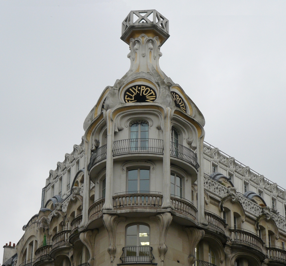 L'immeuble Félix Potin construit en 1904, rue de Rennes à Paris, par l'architecte Paul Aucher, dans le style Art nouveau. Photo Siren-Com.